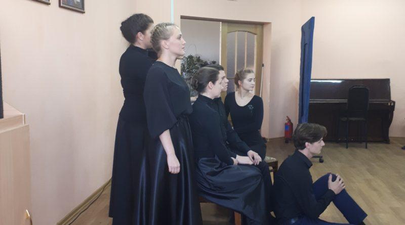 http://vestnikkladez.ru - театральная молодежная студия