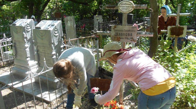 акции по уборке могил священнослужителей
