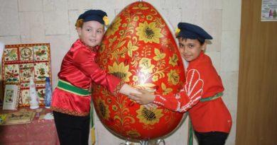 http://vestnikkladez.ru - Интерактивный вернисаж «Раскрасим праздник вместе!»