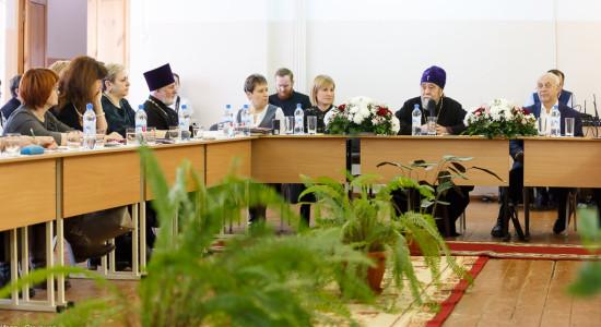 http://vestnikkladez.ru - Kruglyj-stol-Gimnaziya-76-Omsk-mitr.-Vladimir-Ikim