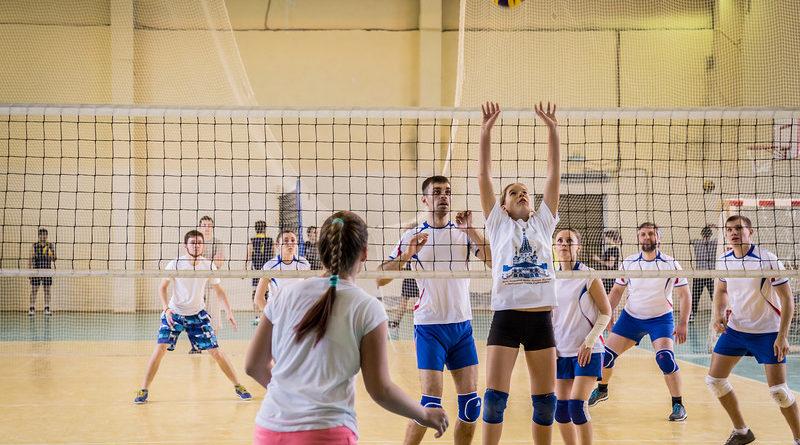 http://vestnikkladez.ru - VII турнир по волейболу среди команд приходов епархии